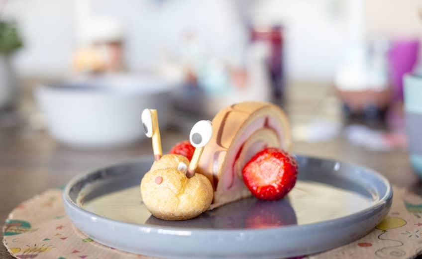 Rezept: Einfach geniale Erdbeerrollen-Schnecke für lachende Kinderaugen