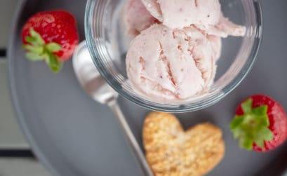 Eis Rezept ohne Eismaschine - das wohl einfachste Eis der Welt