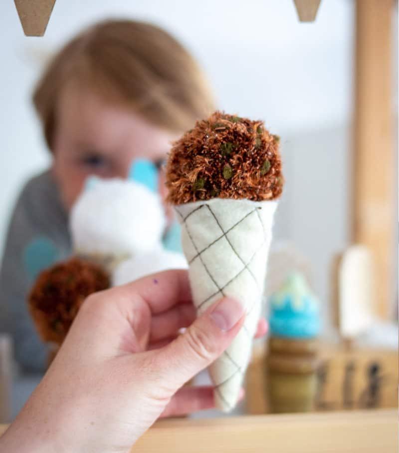 DIY Eiskugeln in der Waffel für deinen Kaufladen