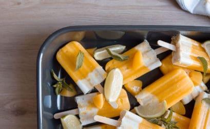 Rezept für ein Pfirsich-Mango-Maracuja Eis am Stil