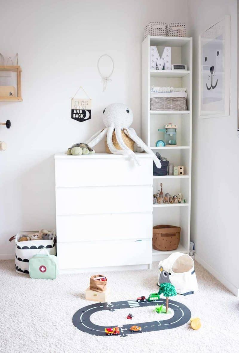 Montessori Regale im Kinderzimmer