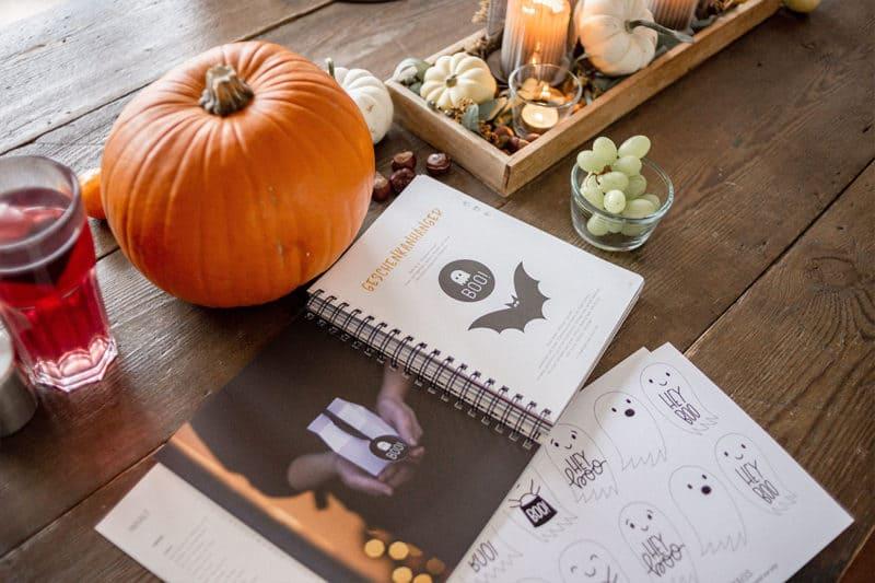 Butterbrotpapiertüten und Geisteranhänger für Halloween