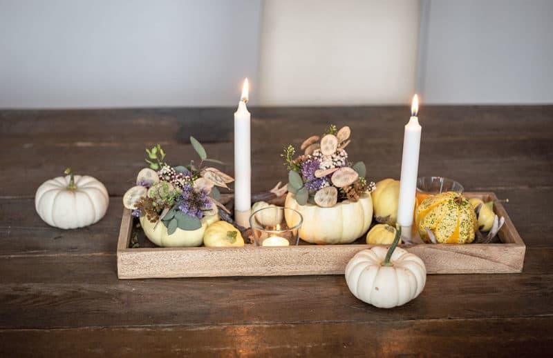 Herbst Tischdekoration mit Kürbis-Blumenvase