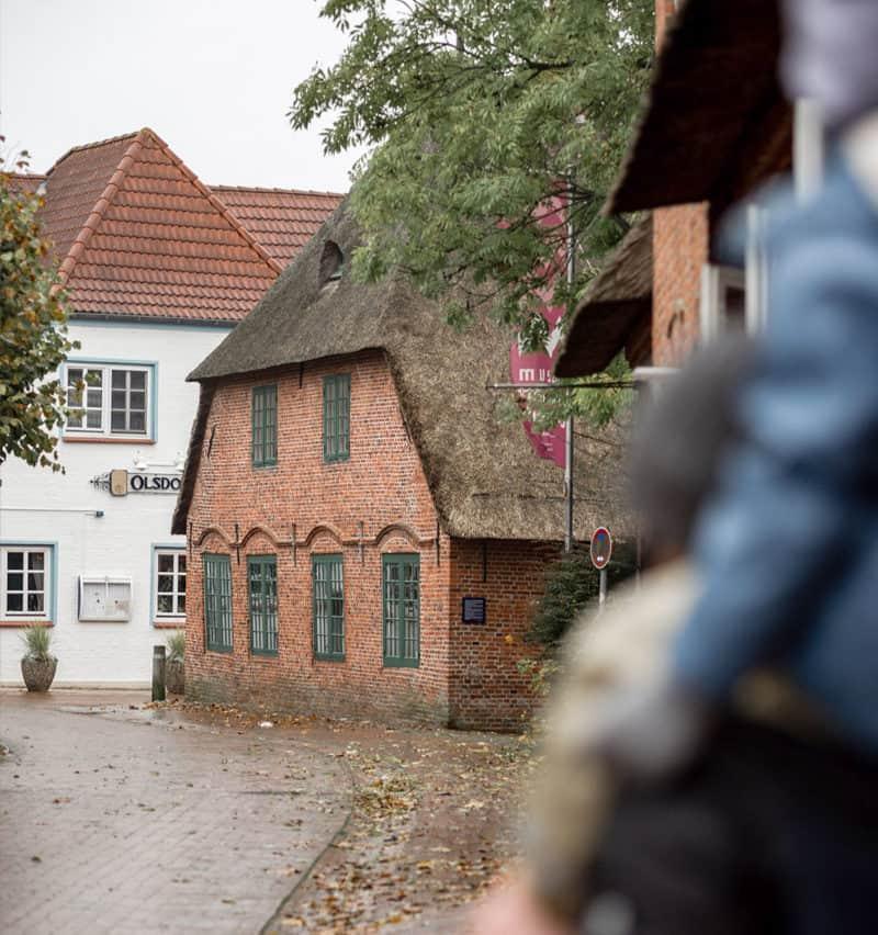 Alte Häuser mit Reedach in St. Peter-Ording