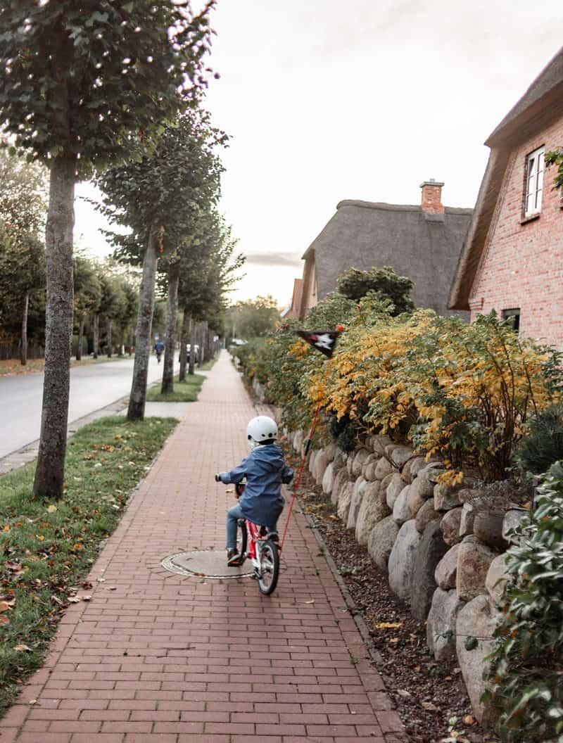 St. Peter- Dorf mit reedgedeckten Klinkerhäusern
