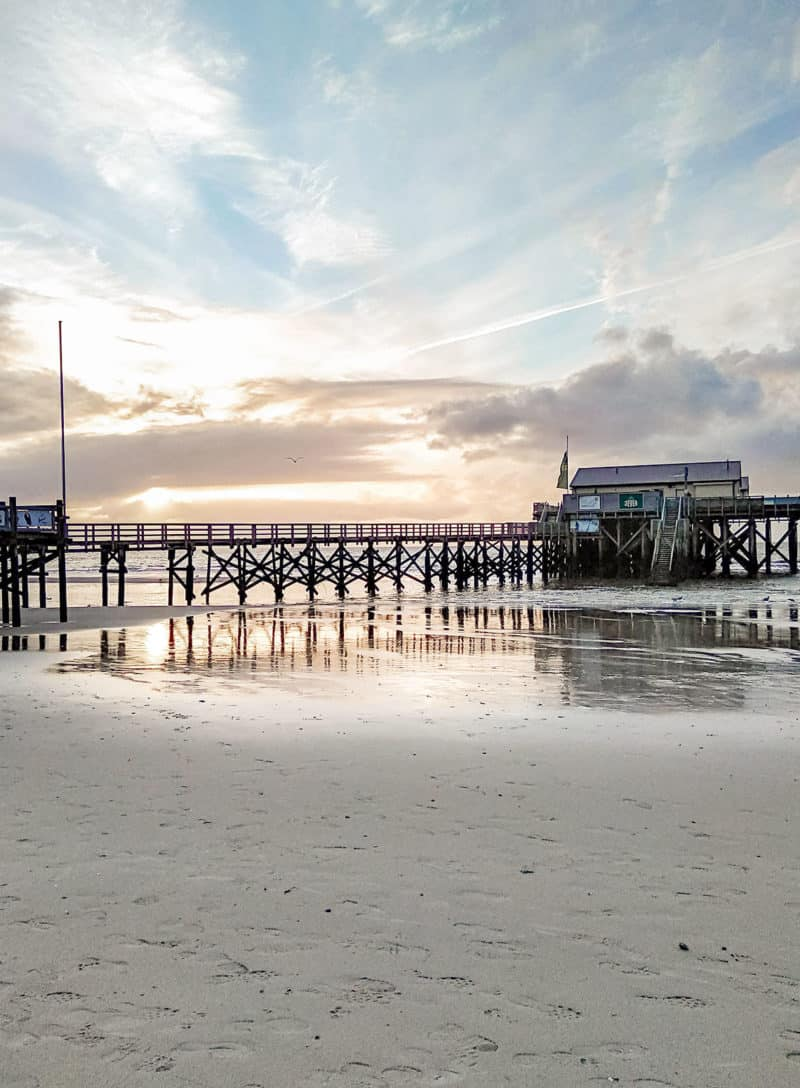 Am Nordsee­strand in St.Peter-Ording - Pfahlbauten