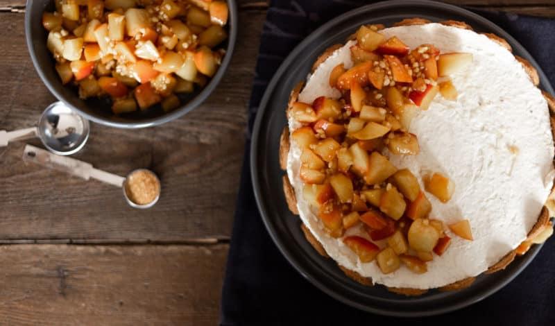 Rezept: Winterliche Bratapfel-Panna-Cotta-Torte