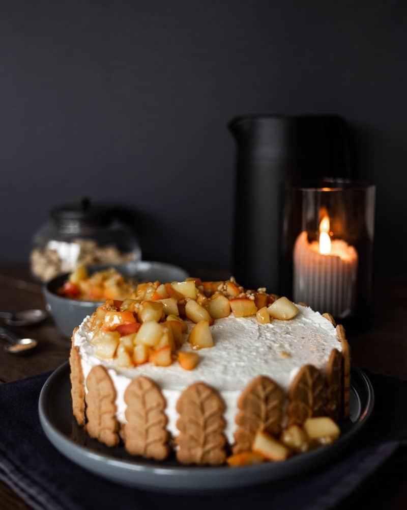 Rezept für die winterliche Bratapfel-Panna-Cotta-Torte