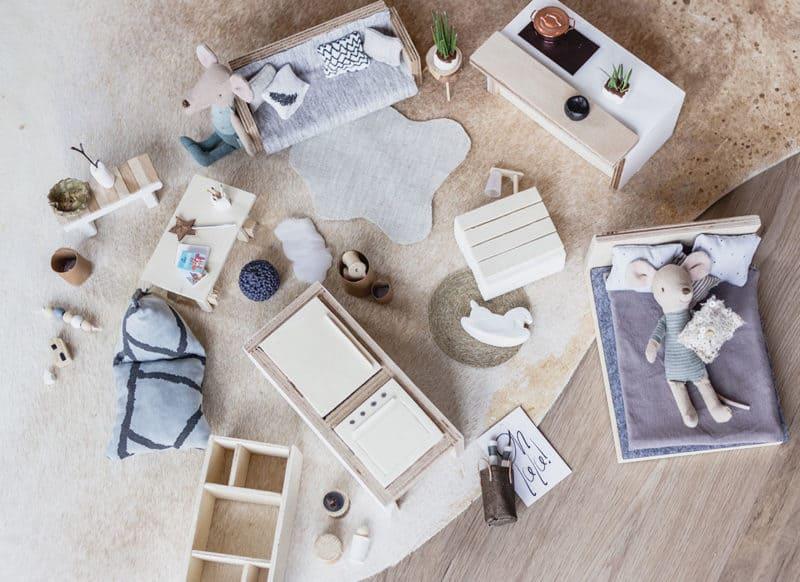 DIY Möbel selber bauen für das Puppenhaus im Maßstab 1:12