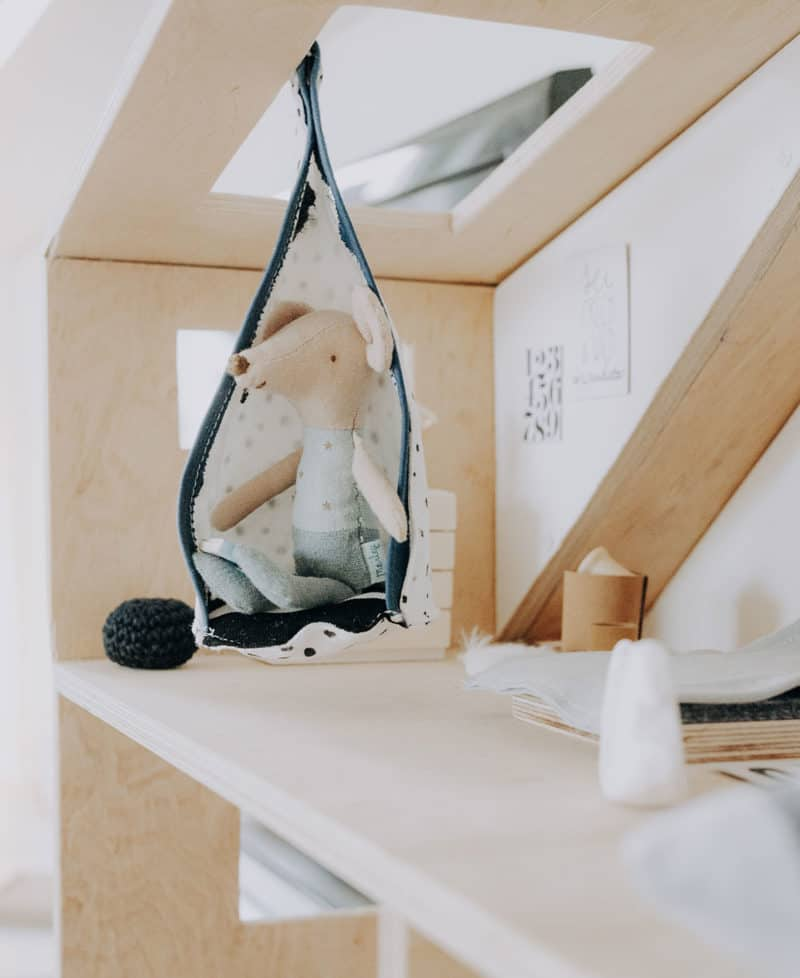 Kinderzimmer im Puppenhaus selber machen