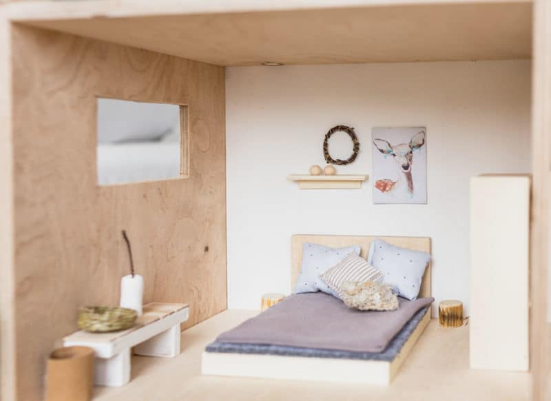 DIY Puppenhausmöbel selber bauen