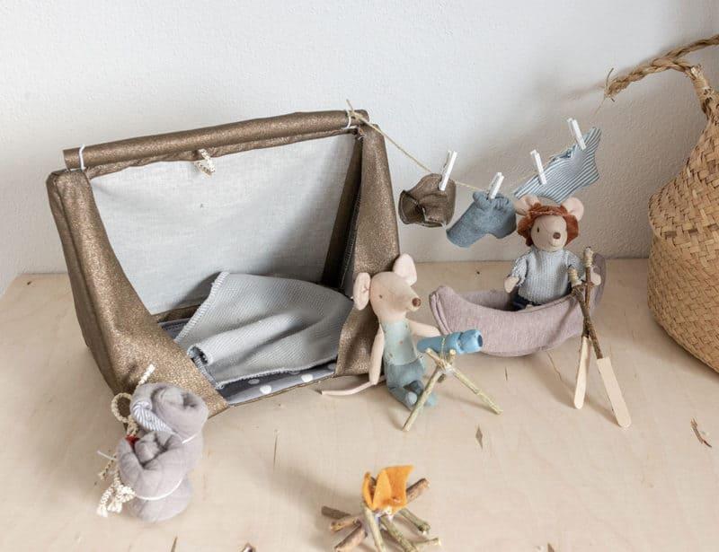 Die Idee zum selbstgemachten Abenteuer-Set für die Maileg Mäuse - DIY Zelt und Schalfsack mit Schnittmuster und Anleitung