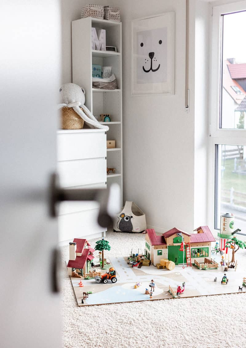 Wie du in 3 Schritten eine DIY Playmobil-Spielwelt für das Kinderzimmer baust