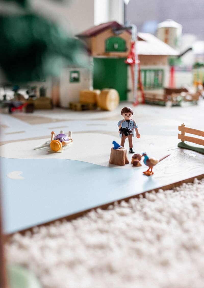 Gestalte deine Spielplatte mit allem was du für ein phantasievolles Playmobil- oder Lego-Spiel benötigst. Bei uns passte ein Untergrund für eine Bauernhof-Welt mit Straßen perfekt. Interessant sind aber sicherlich auch Spielwelten zum Thema Baustelle, Meerjungfrauen, Prinzessinnen, Reiterhof, Novelmore, Ninjago oder Feuerwehreinsatz.