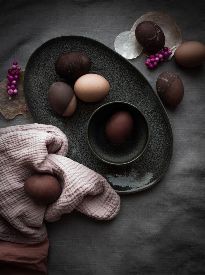 Wie hübsch: Dip-Dye-Ostereier natürlich färben mit Holundersaft