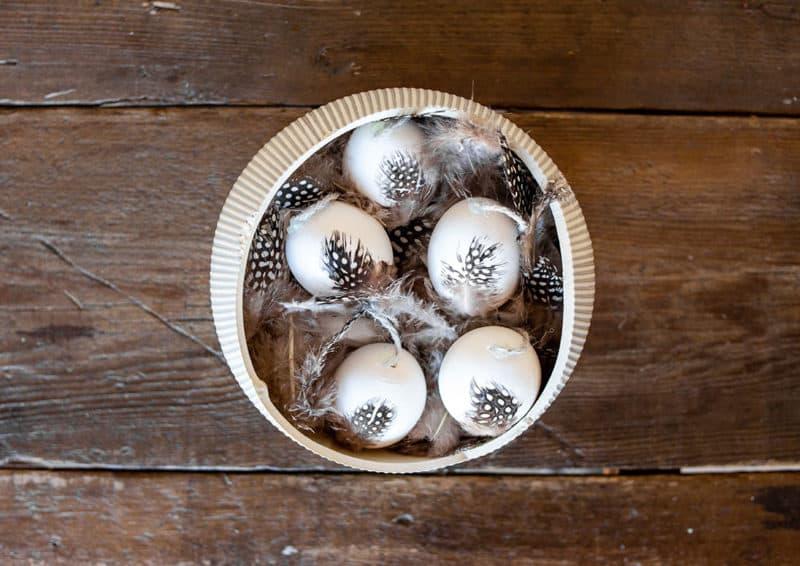 Ruck-Zuck Ostereier mit Federn basteln