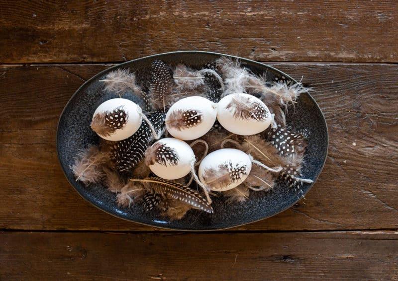 Ostereier Deko mit Federn