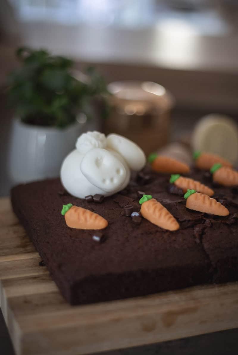 Last-Minute Kuchen zu Ostern – Cake-Topper mit fröhlicher Osterlaune