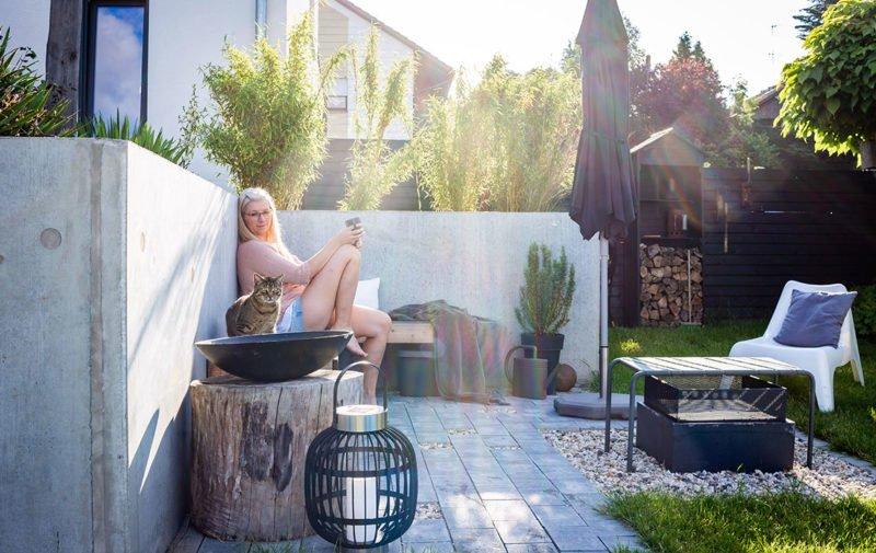 Moderne Gartengestaltung – Gartenzimmer für Sonne am Morgen.