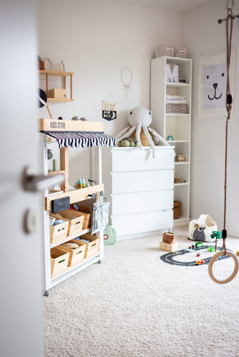 Blick ins Kinderzimmer mit DIY Kaufladen