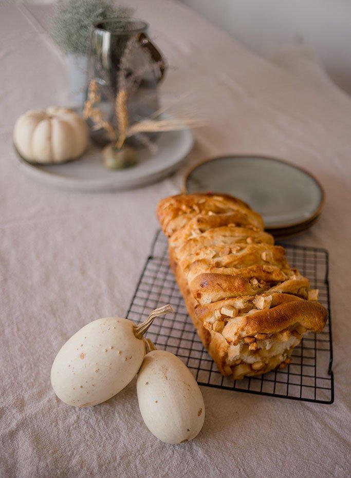 Apfel-Zupfbrot-Rezept mit Karamell und Erdnüssen